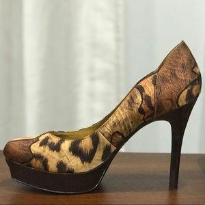 Guess bold print brown pumps size 7.5